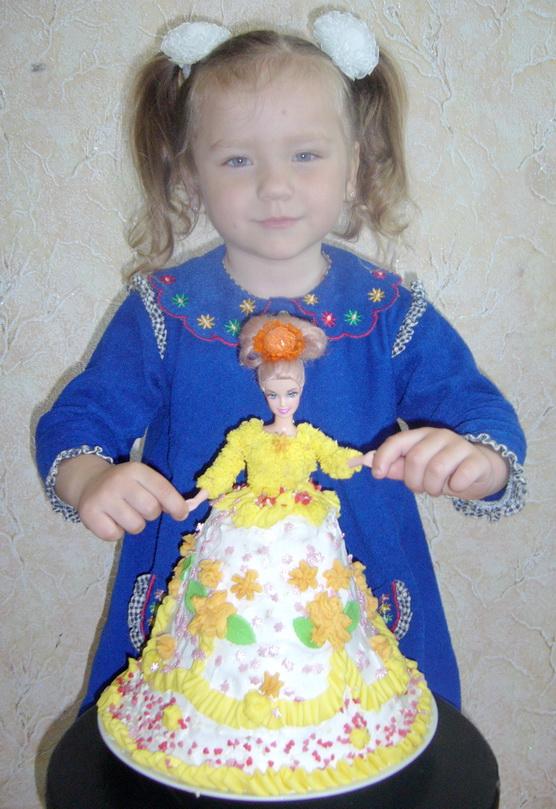 куколка для куколки. Именинный пирог