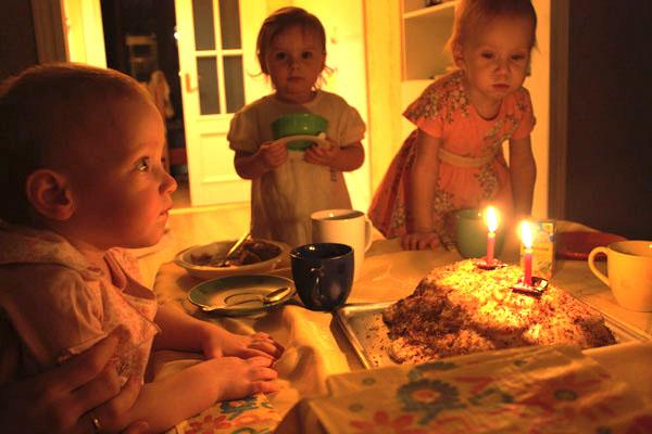 Черепаха с двумя свечками. Именинный пирог