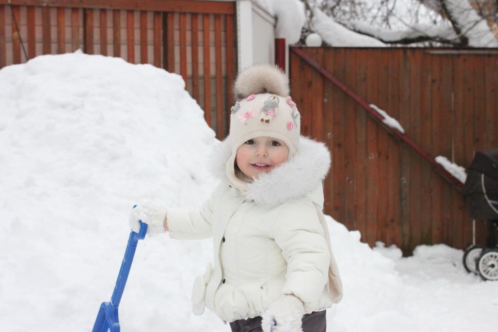 Снежная девочка ).