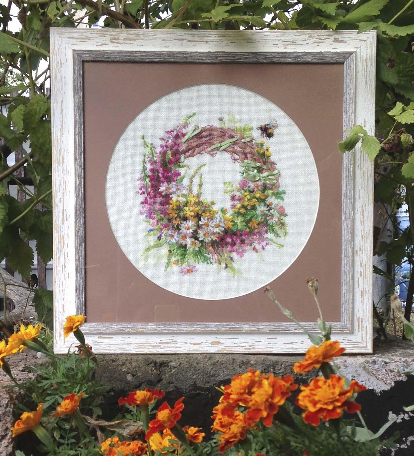 Венок с Иван-чаем. Растения (в основном цветы)