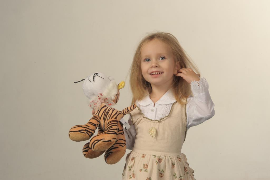 Я и тигр - красавички!. Дети с игрушками