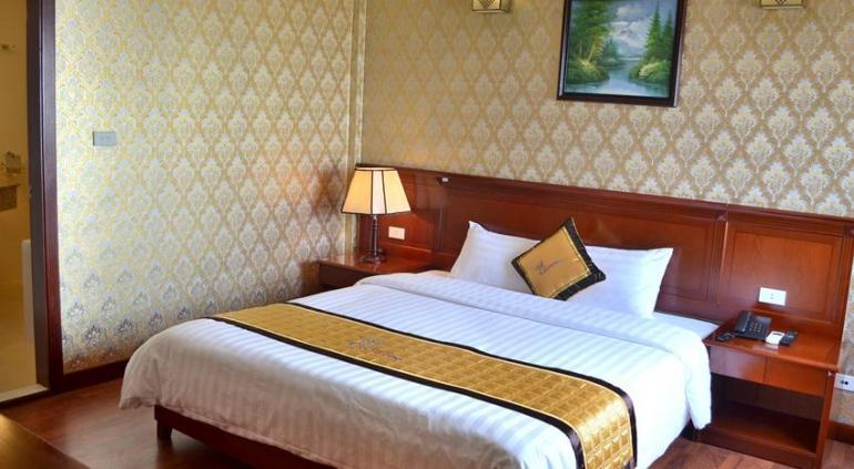 Crown Hotel Ha Long.