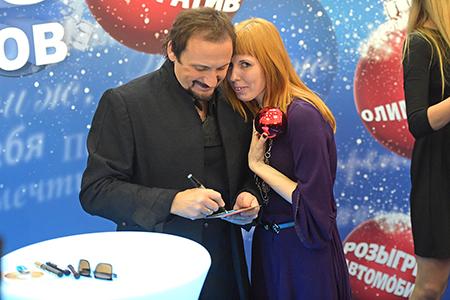 Стас Михайлов с поклонницами