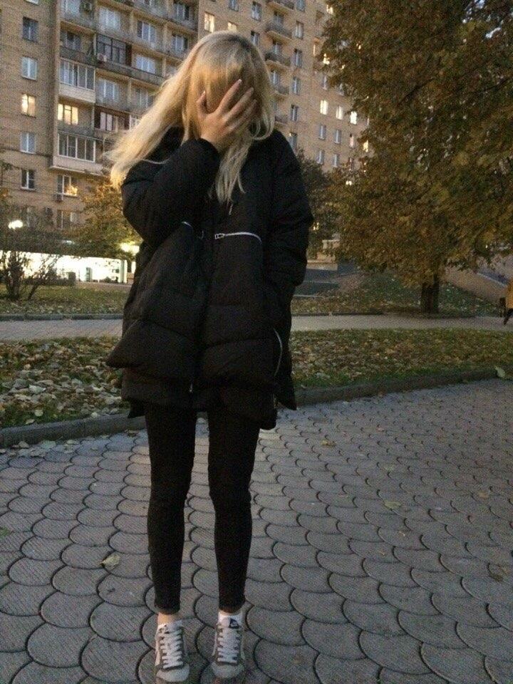 модная куртка.
