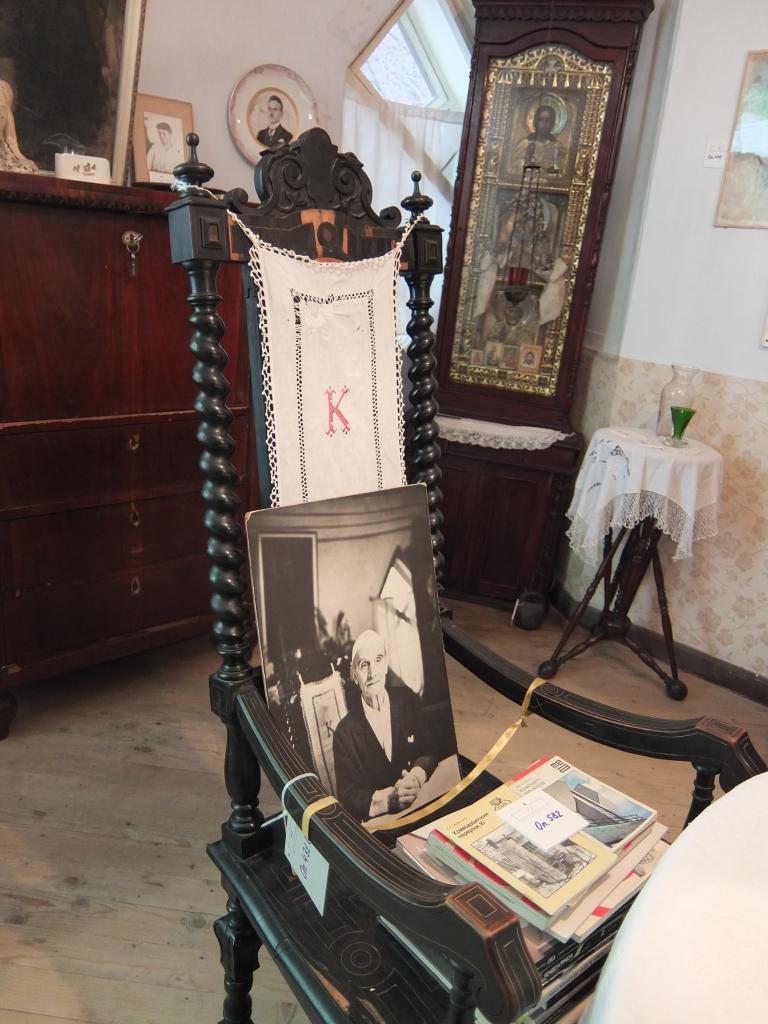 Стул-трон хозяина в столовой. Дом Мельникова
