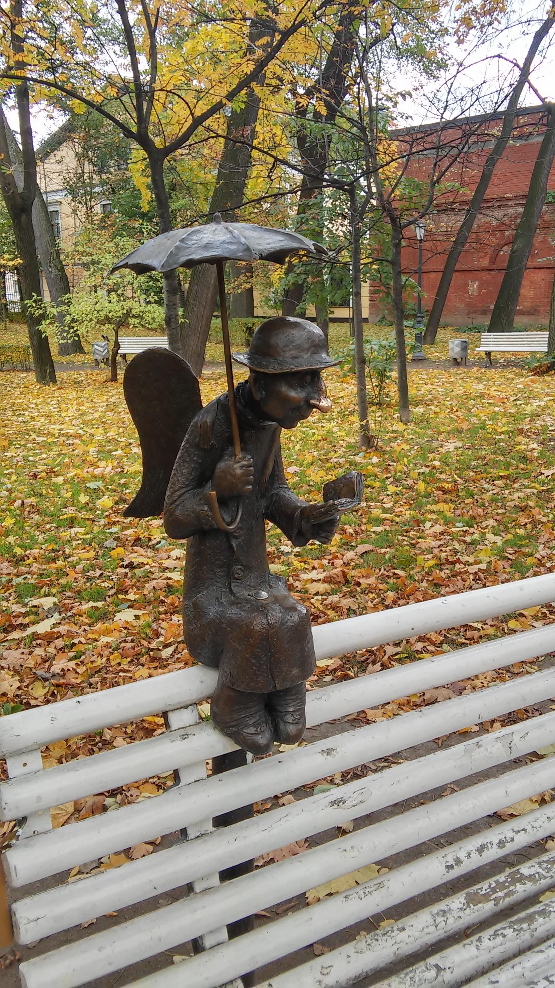 Петербургский ангел в осеннем Измайловском саду. Блиц: осенний пейзаж