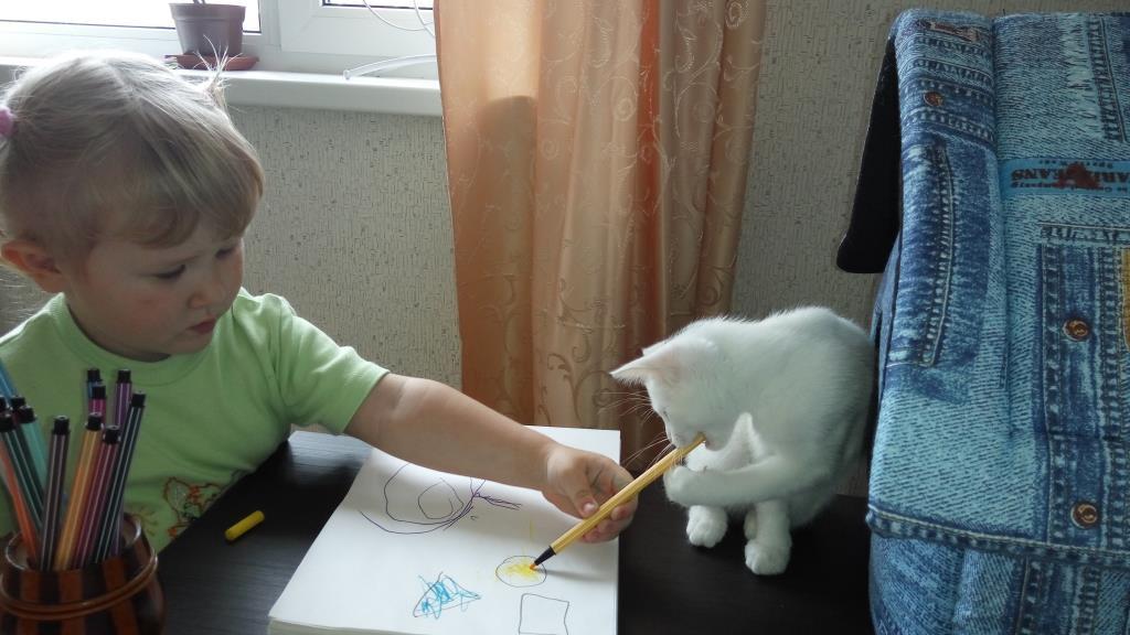 Вместе веселее рисовать :)). Зверье моё