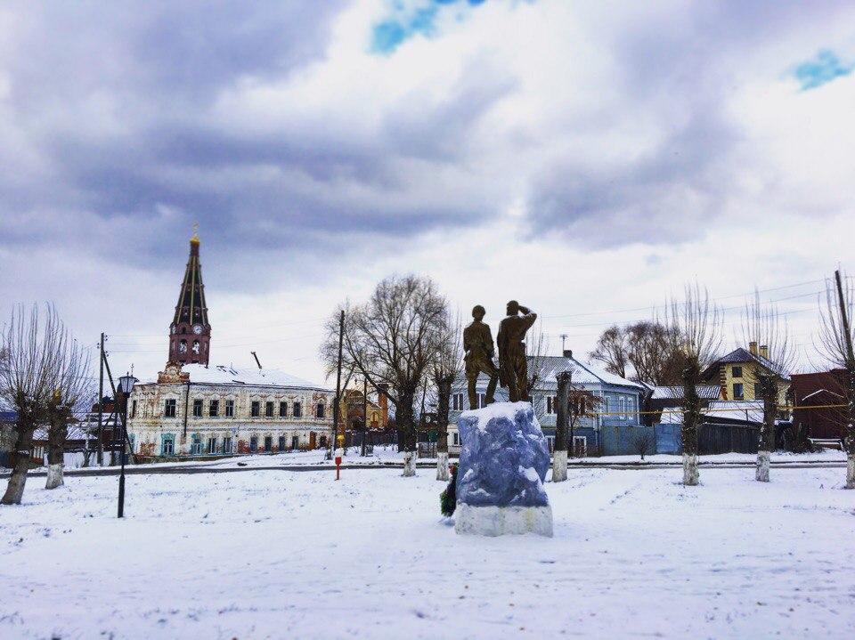 Ноябрьское утро в старой части города Алатырь . Блиц 'Первый снег'
