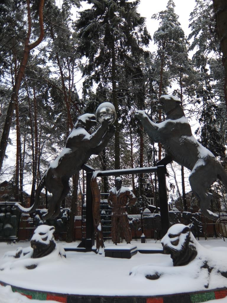 Первый снег - сад-музей З.Церетели в Переделкино. Блиц 'Первый снег'