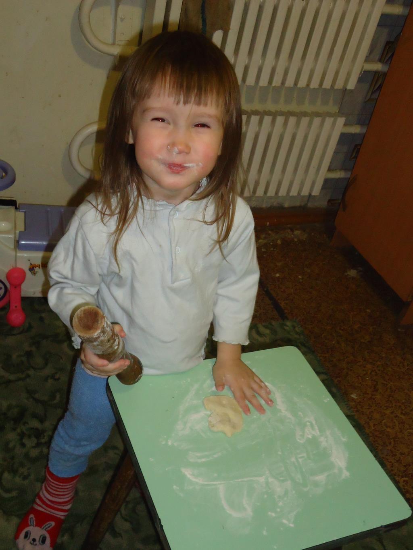 Готовим пирожки. Маленькие поварята