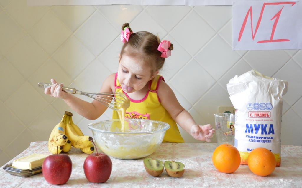 Наша Настя №1 на кухне!. Закрытое голосование фотоконкурса «Маленькие поварята»