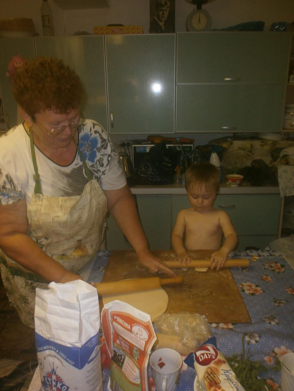 Бабушкин помощник. Маленькие поварята