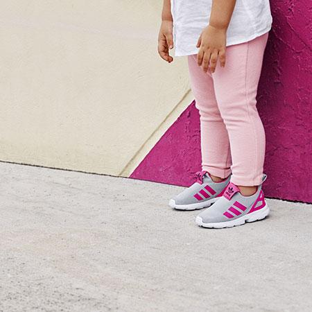 ... кроссовок Superstar, ZX Flux и Stan Smith с эластичным верхом без  шнурков. Особенностью кроссовок 360 стала специальная гнущаяся подошва EVA,  ... e6c468877e0