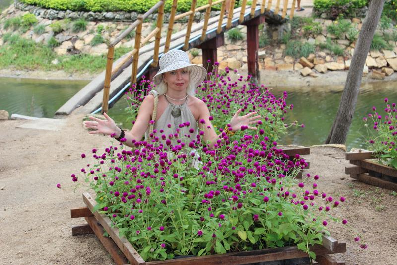 Любительница цветов. Летнее очарование