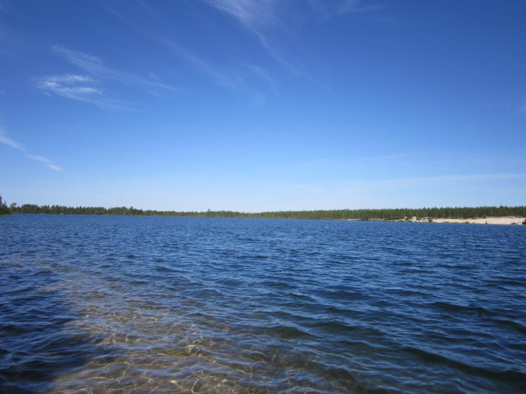 Синее небо над озером. Блиц: летнее небо