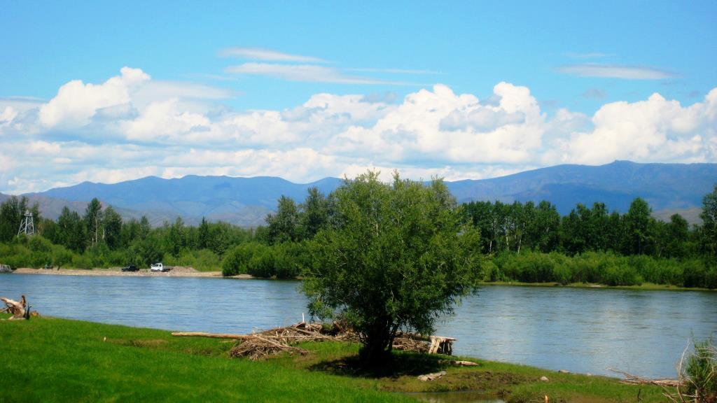 На берегу реки. Блиц: летнее небо