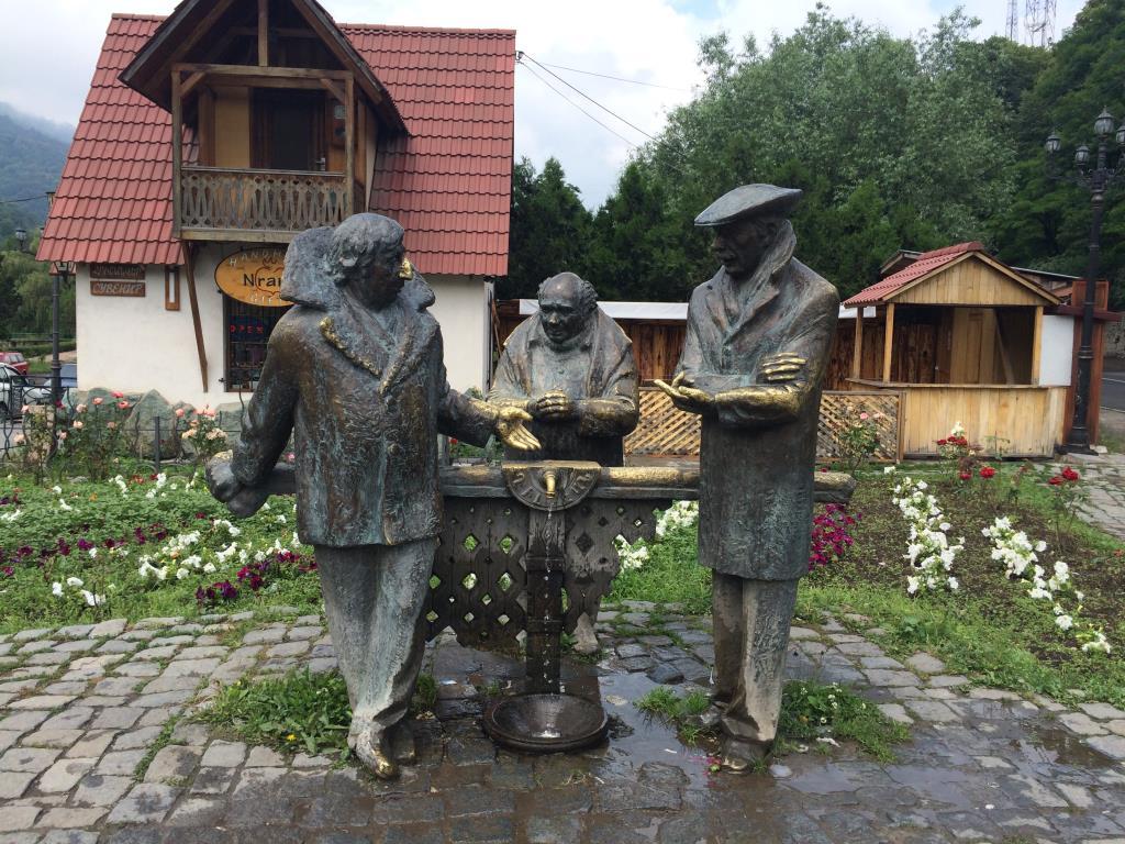 Фонтанчик в Дилижане.. Блиц: фонтаны