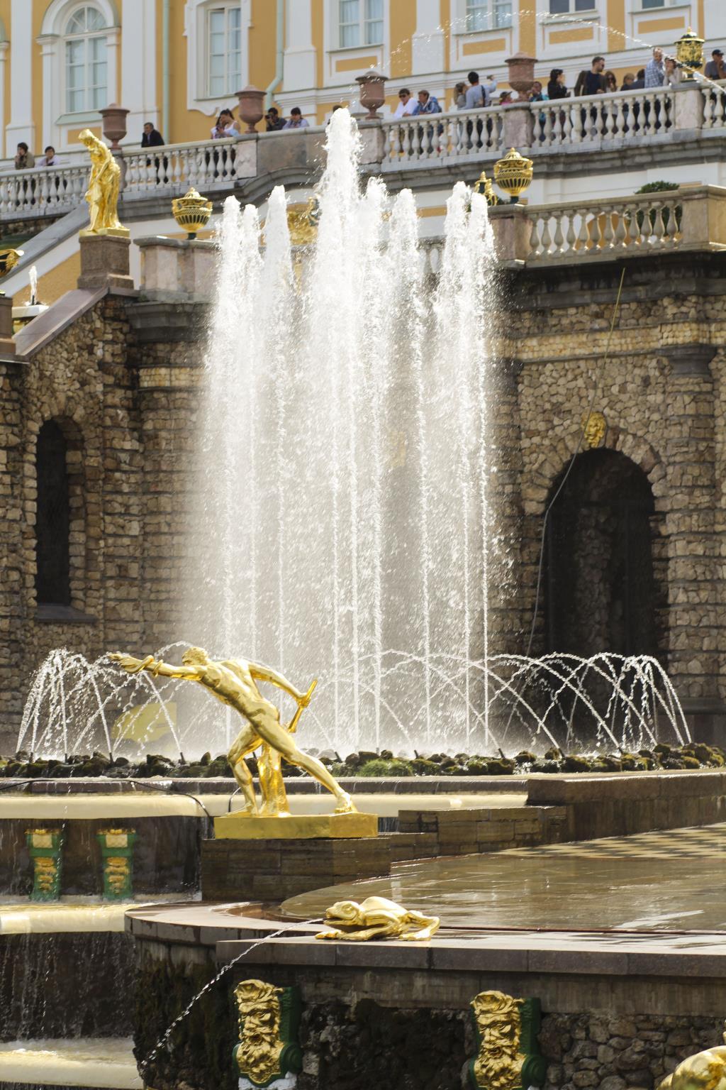 красивый фонтан!в красивом городе Петергоф!. Блиц: фонтаны