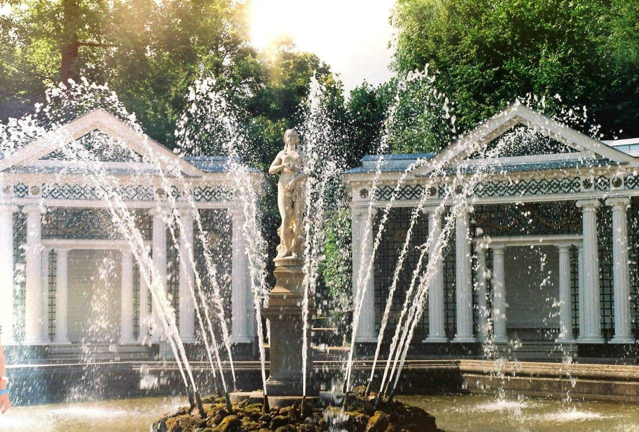 Петергоф, Нижний парк, фонтан Ева. Блиц: фонтаны