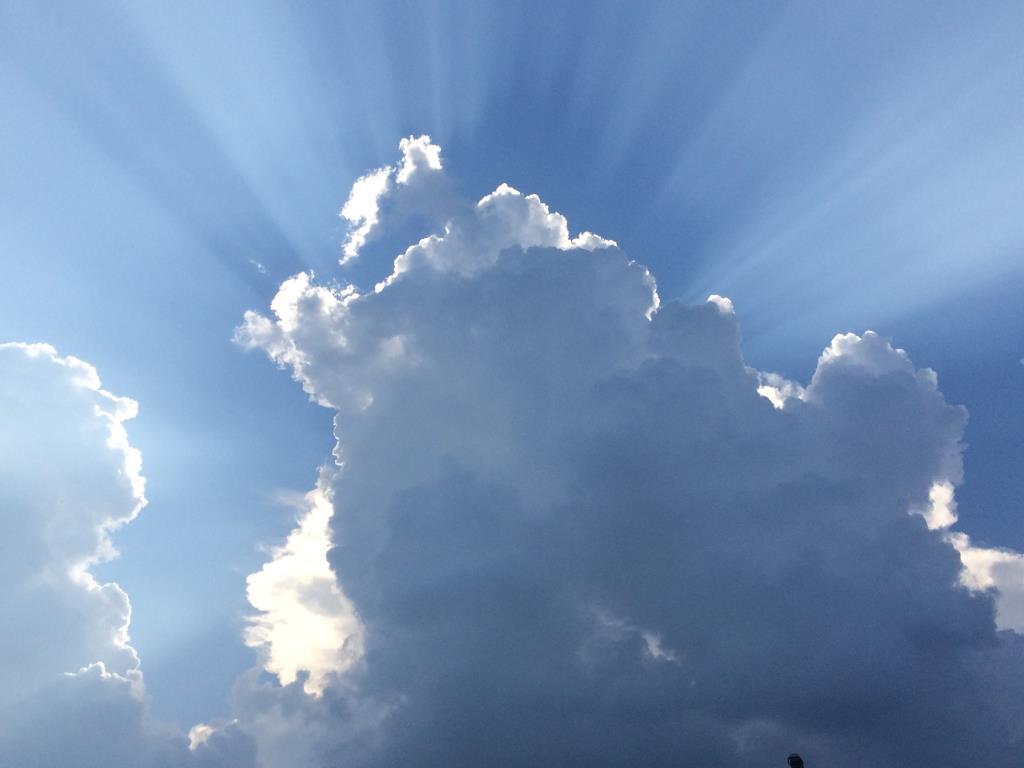 Лучи. Блиц: облака