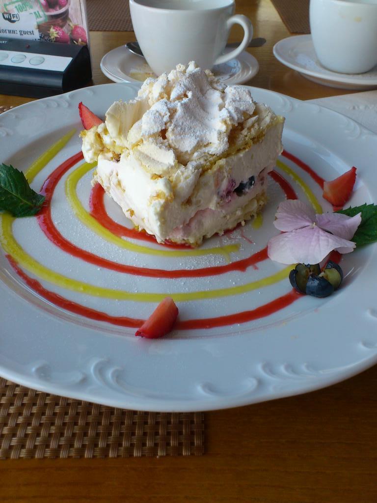 Десерт Павловой, Светлогорск. Блиц: десерты