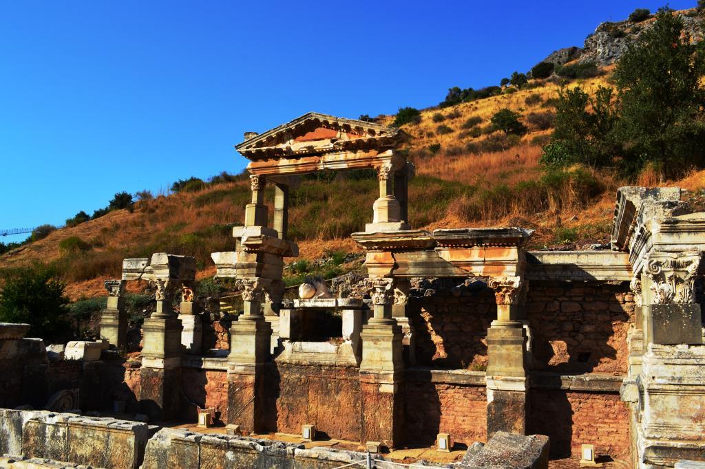 Храм Домициана, Эфес, 1 век н.э.. Блиц: стены