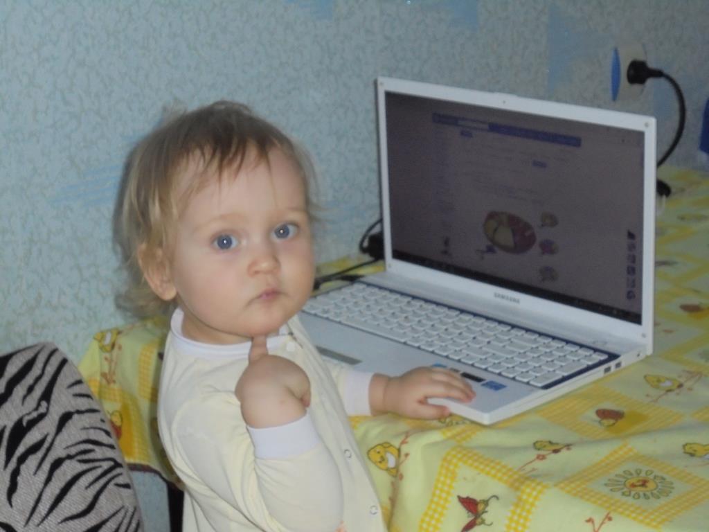 поиграть..... или посмотреть 'Спокойной  ночи....?. Дети в интернете