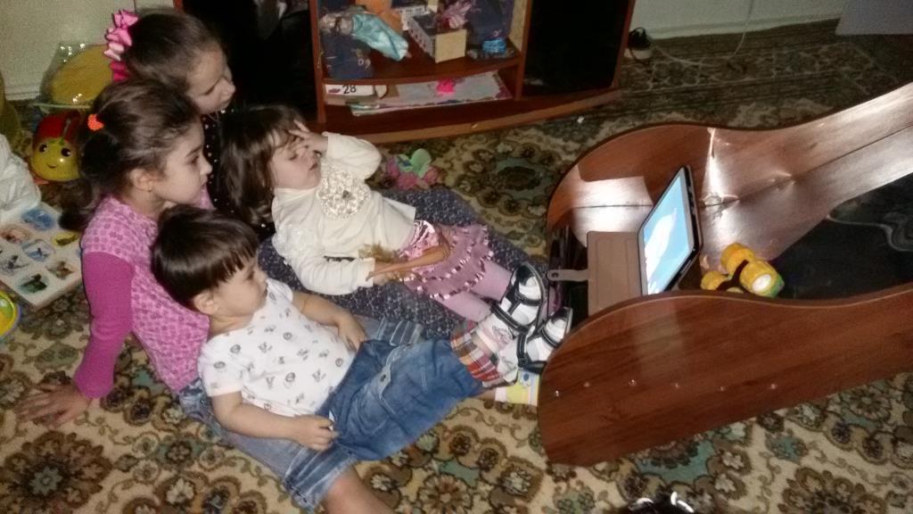 Ну, очень интересный мультик в интернете ))). Дети в интернете