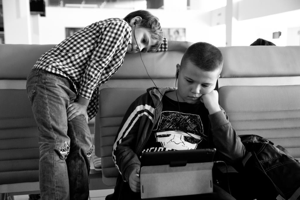 В ожидании вылета.... Дети в интернете