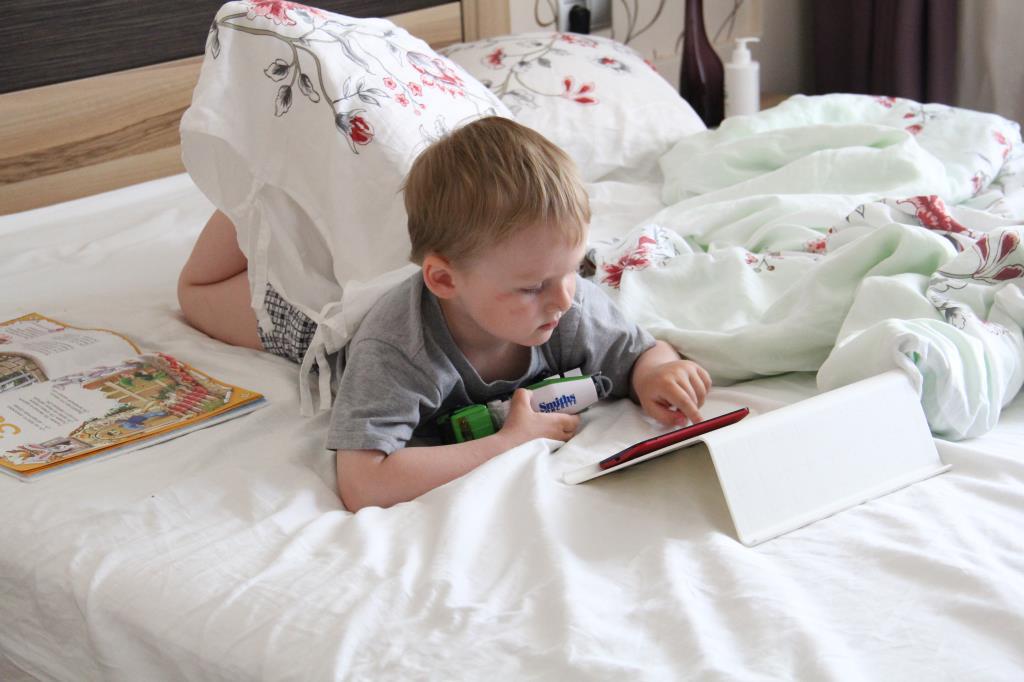 Папин планшет - лучшая игрушка. Дети в интернете