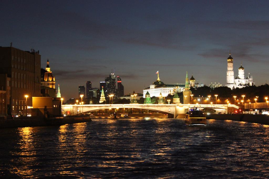 Лабиринт ночных улиц.... Блиц: Москва