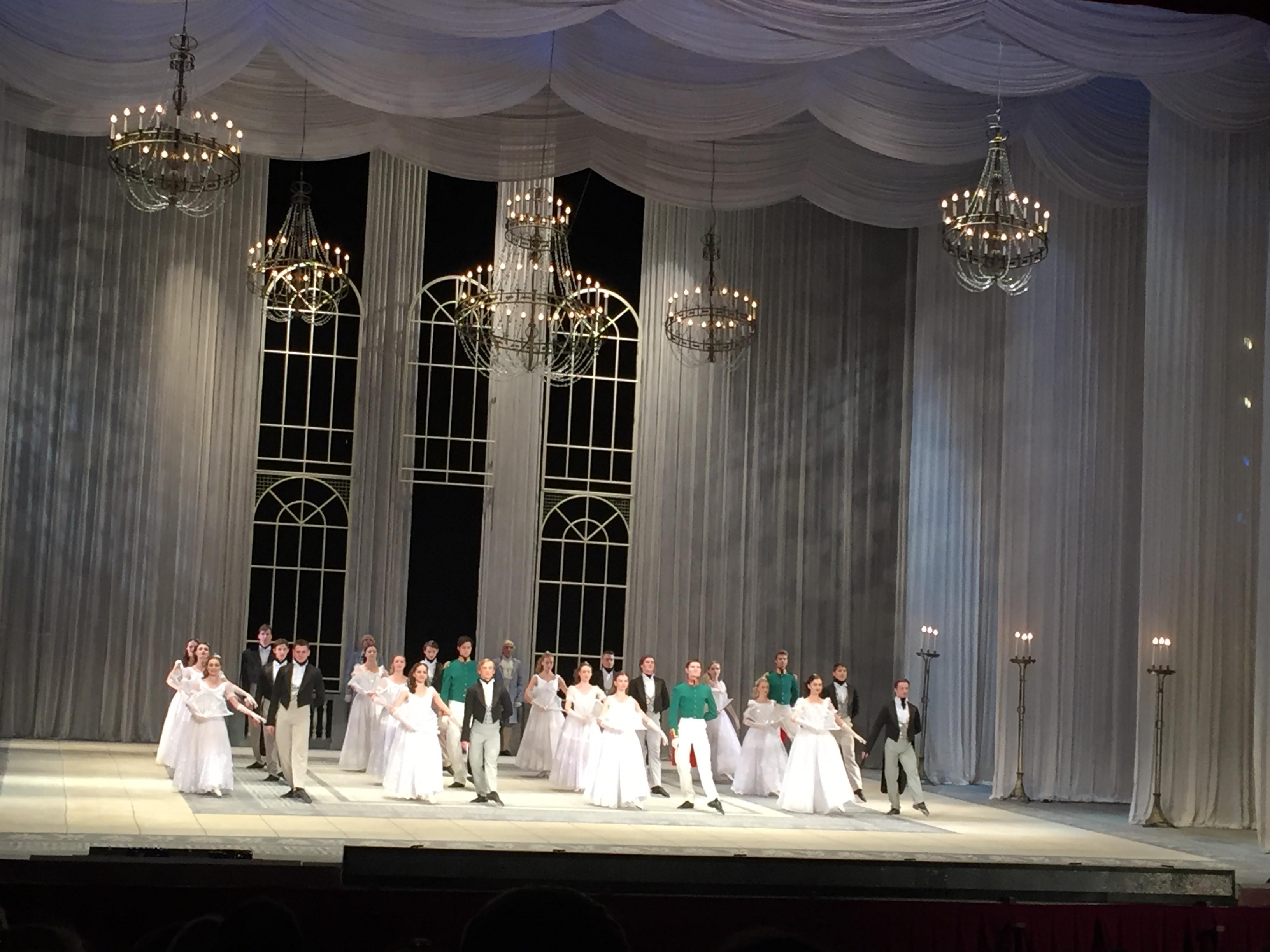 брала мальчика фотосессия в оперном театре минск подбадривают спортсменов, внушают