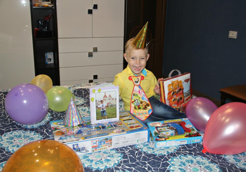 день рождения только раз в году!. Поздравление с Днем Рождения
