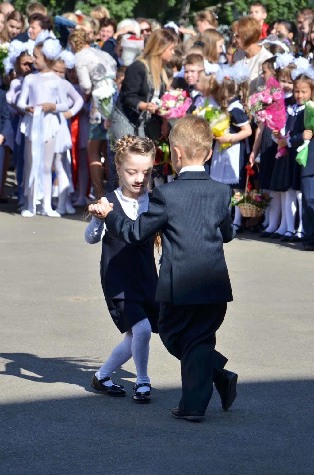 Наш танец.... Здравствуй, школа!