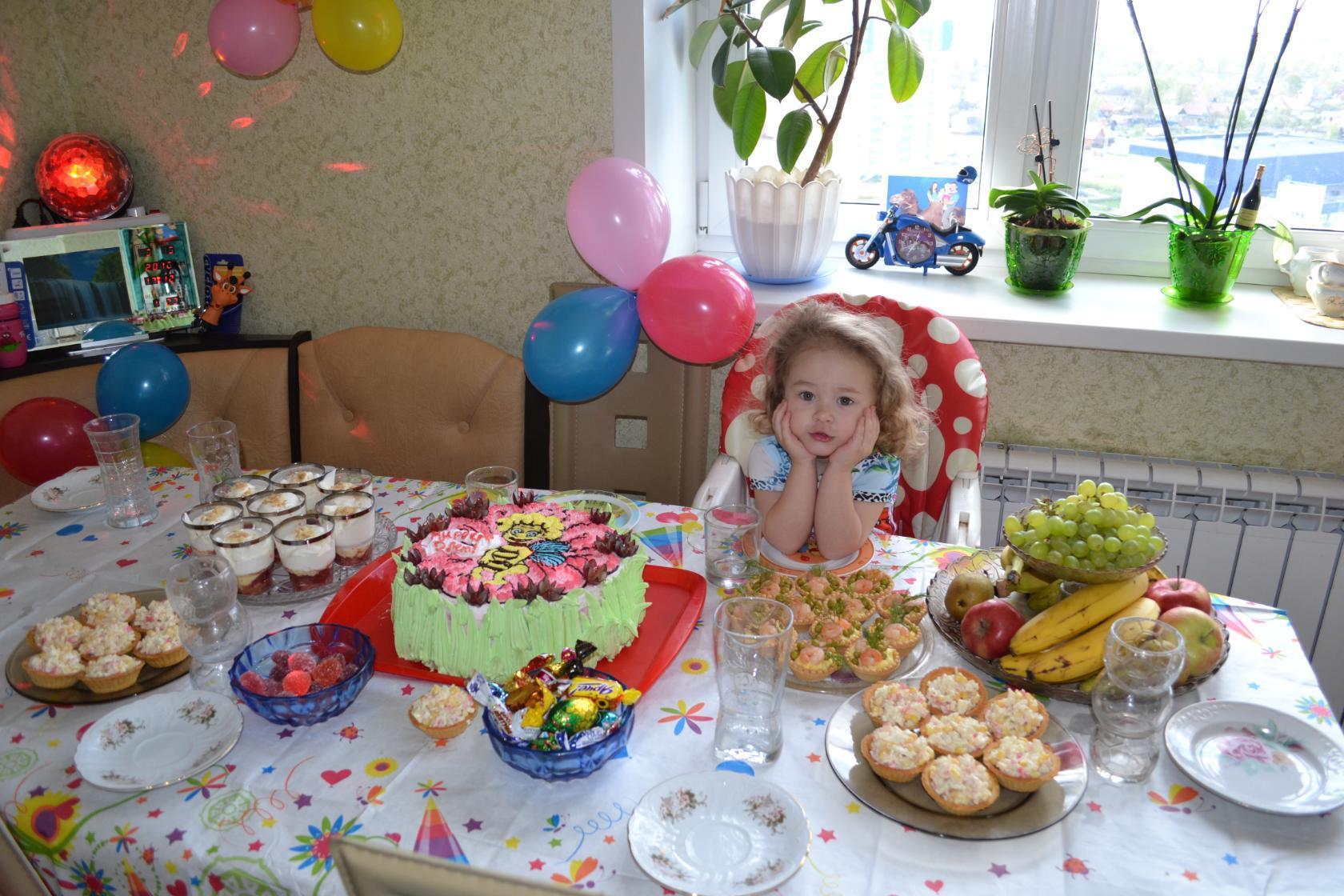 В ожидании гостей. Поздравление с Днем Рождения