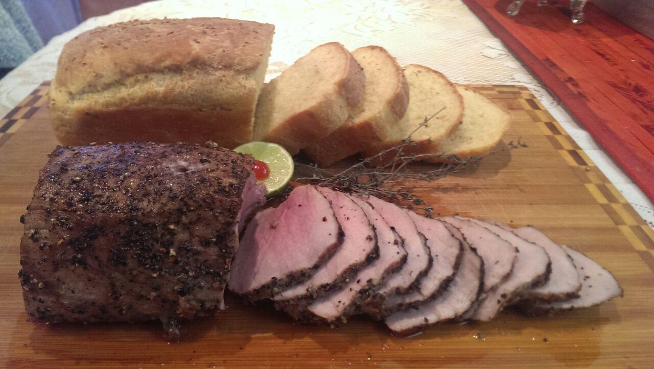 Ростбиф из говядины, домашний хлеб. Блиц: мясное блюдо