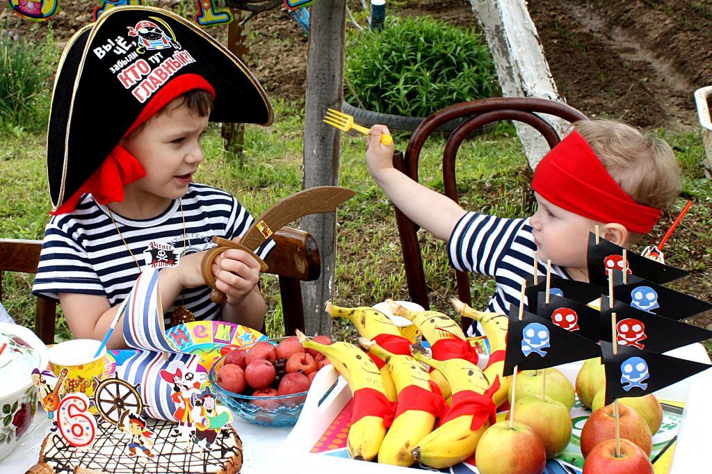Вилка настоящее оружие пирата!. Поздравление с Днем Рождения