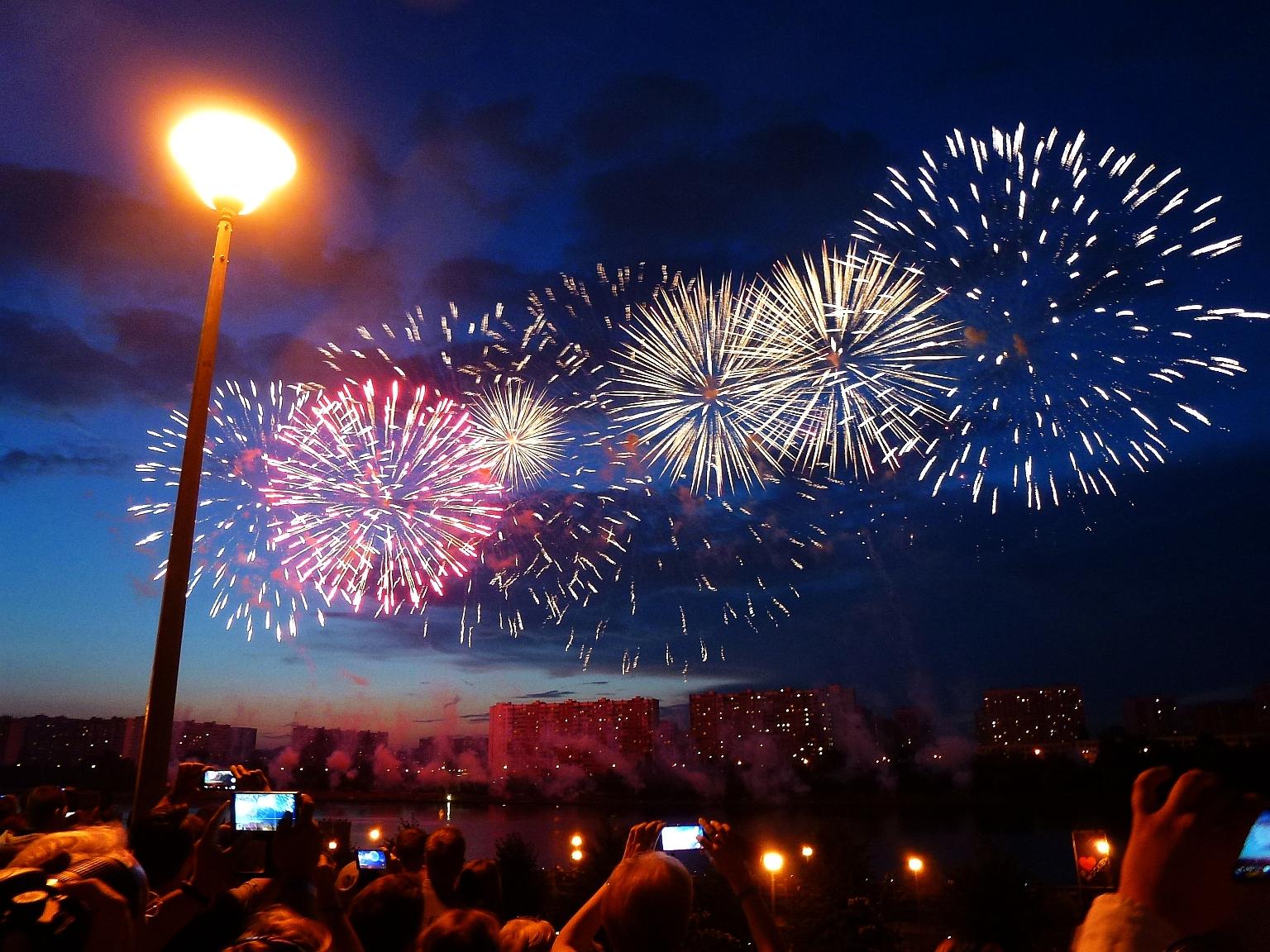 Фестиваль 'Круг света' в Москве. Блиц: фейерверки