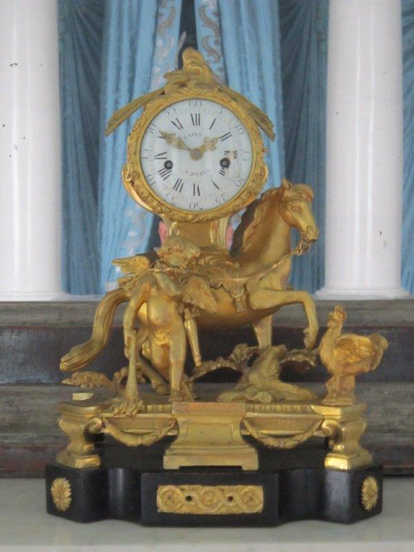 Старинные часы. Блиц: музейный экспонат