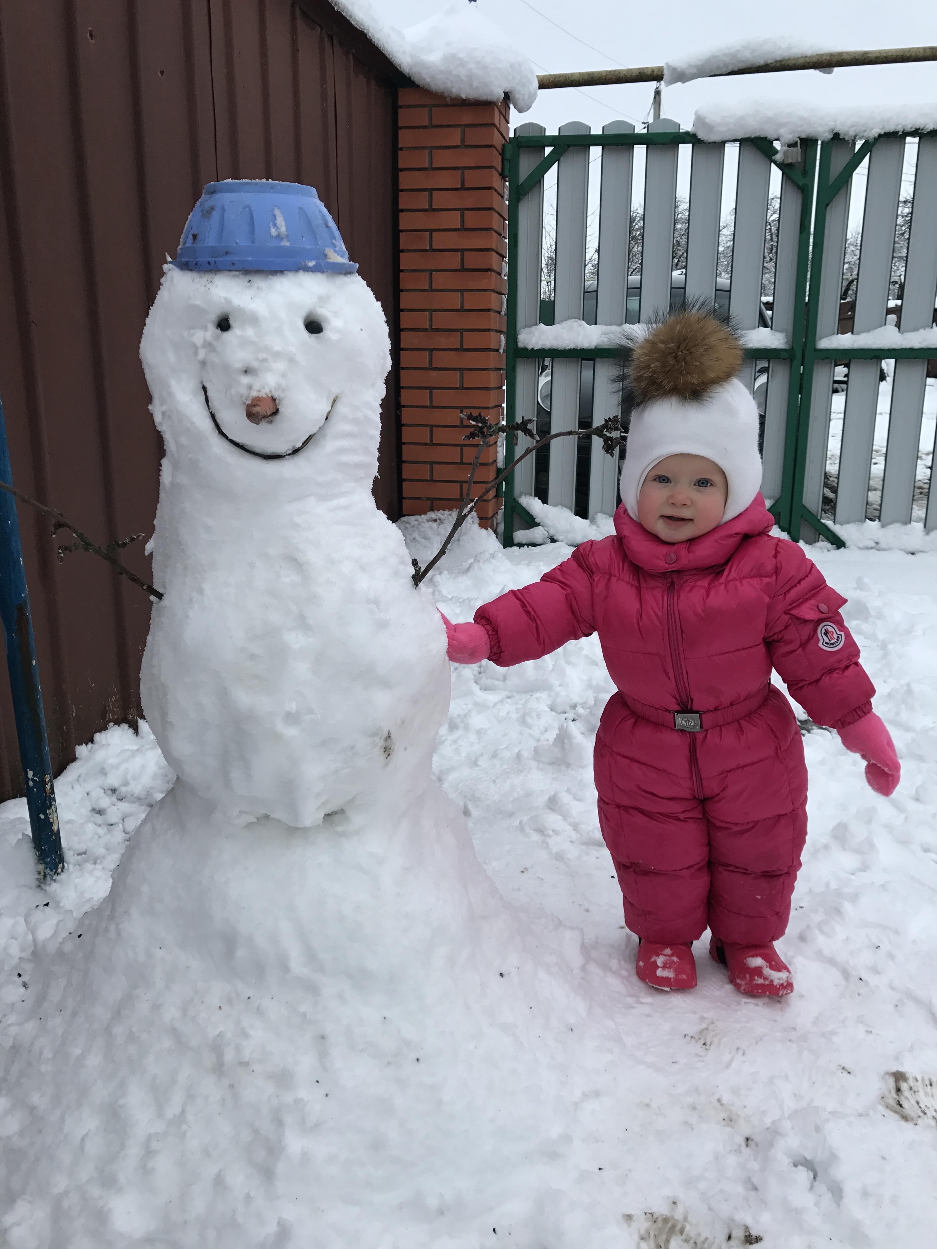 Первый снег со снеговиком ) . Зимние забавы