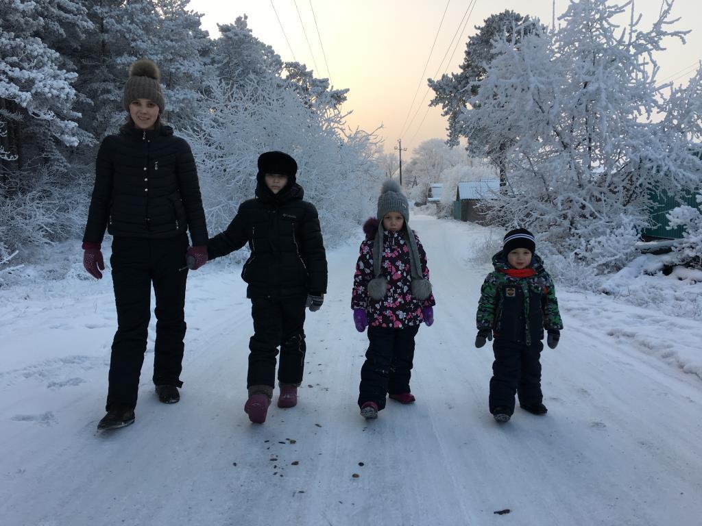 Прогулка с детьми))). Зимние забавы
