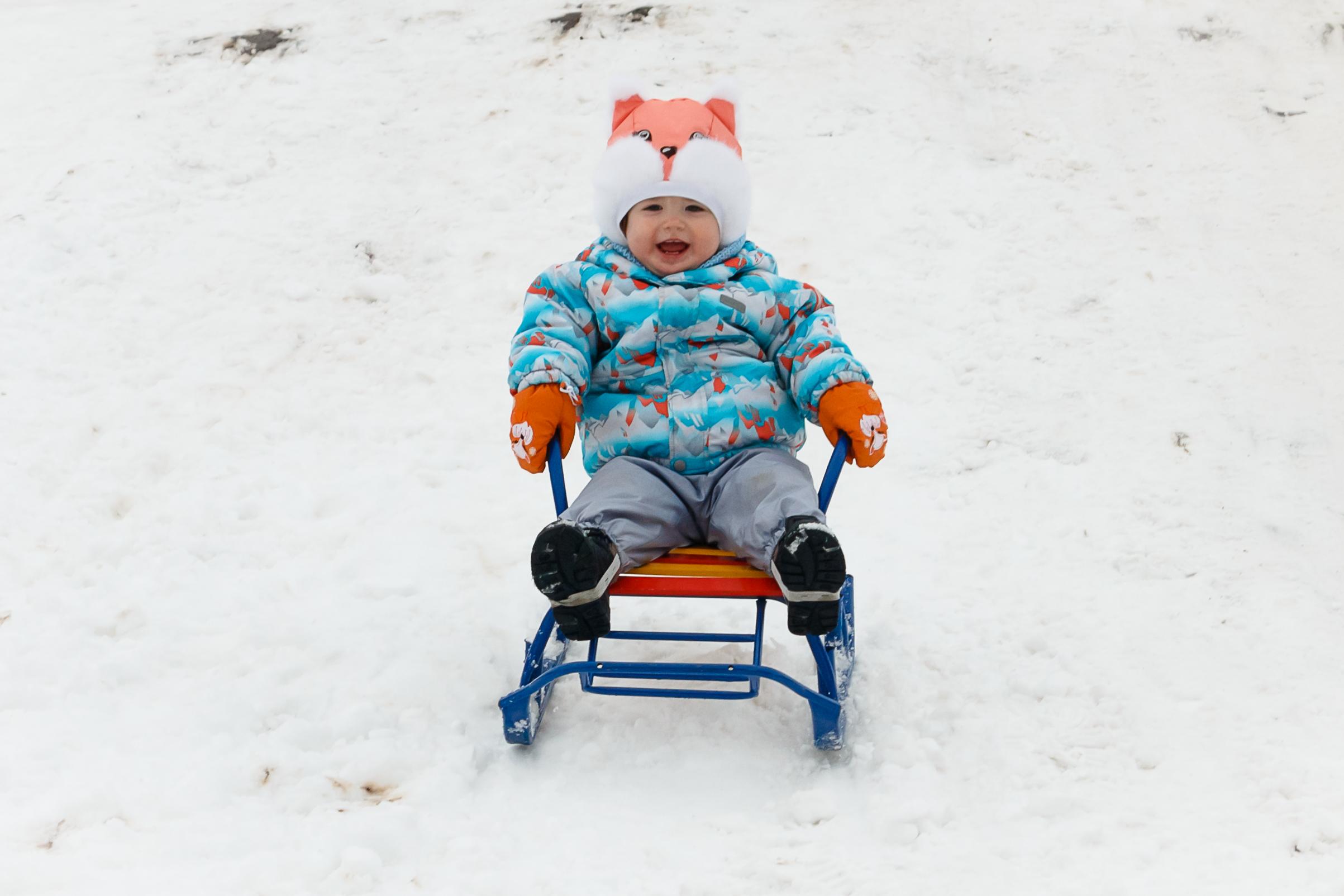 Зимняя радость-это когда с горки на санках!. Зимние забавы