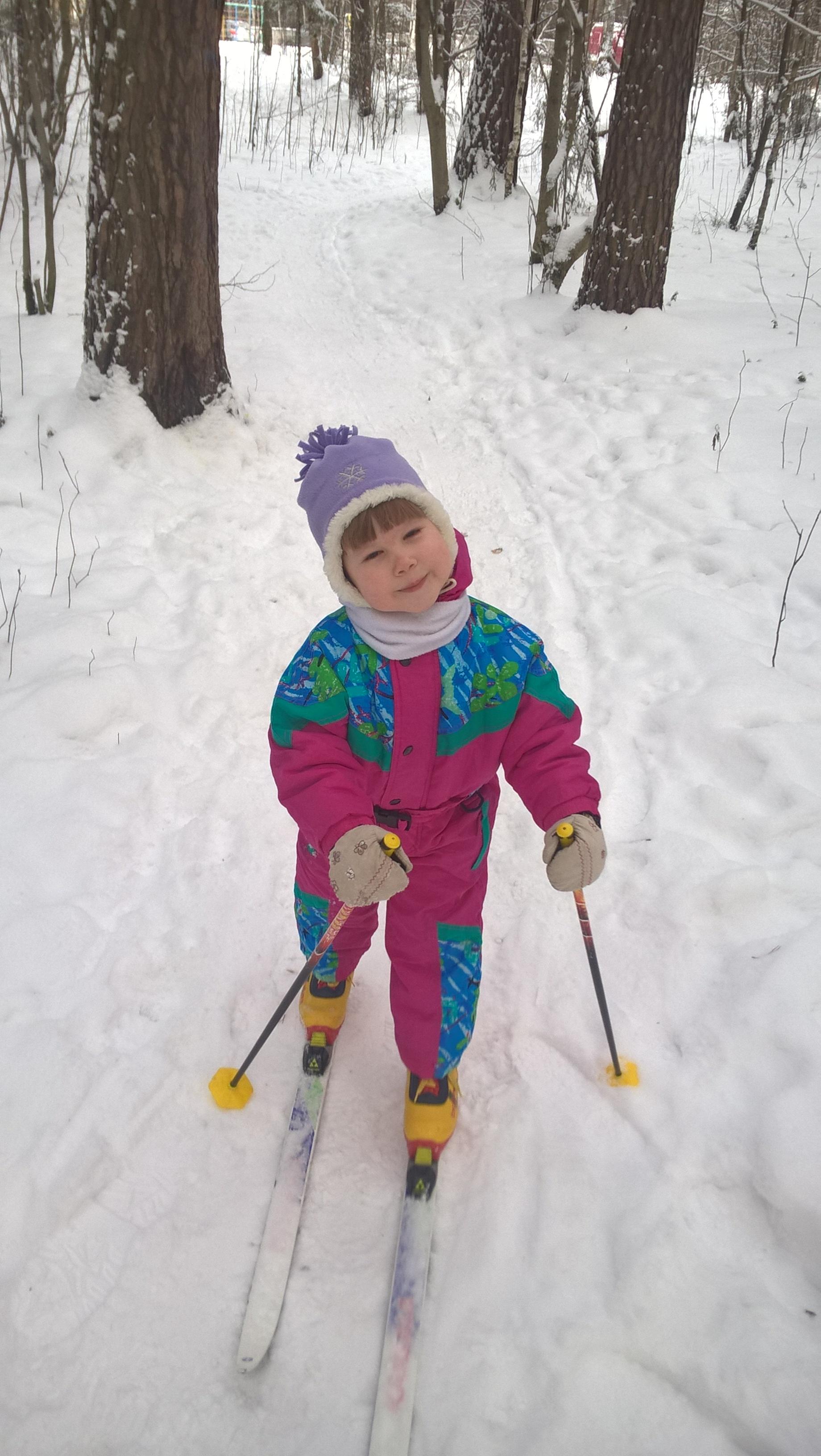 А вы уже катались па лыжах?. Зимние забавы