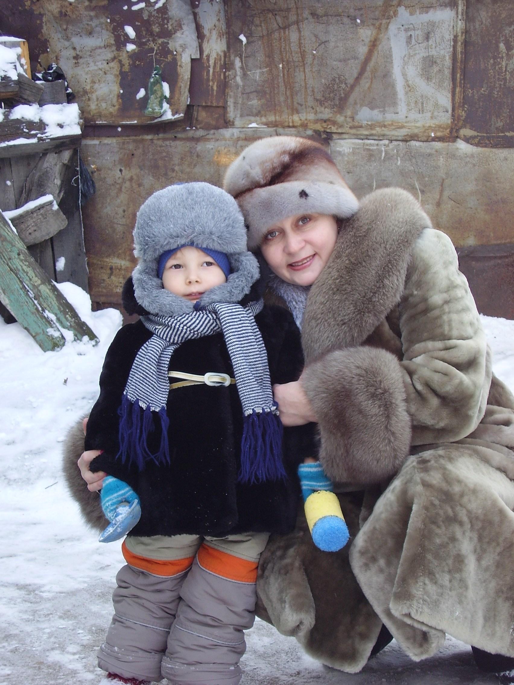 Снега много во дворе, весело всей детворе! . Зимние забавы
