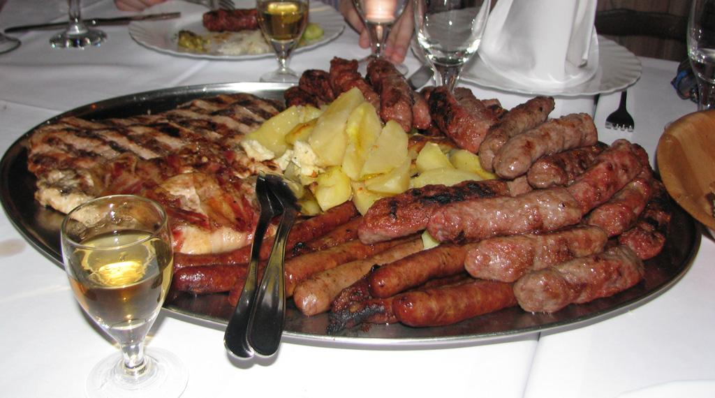 Чевапчичи по-сербски. Блиц: мясное блюдо