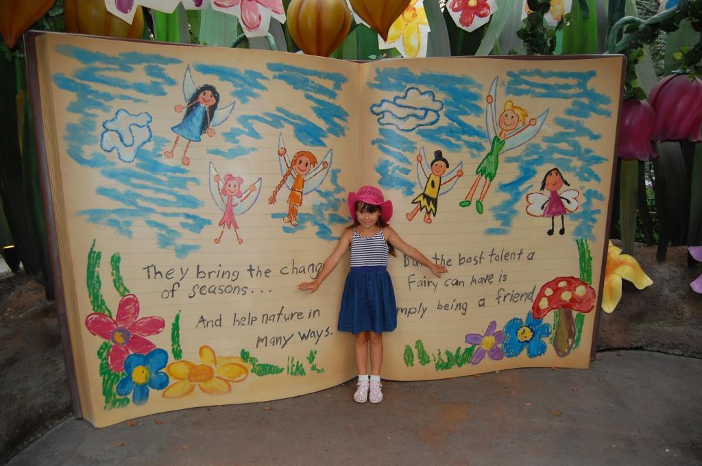 Лиза и книга из мультика про Динь-Динь.. Я и мой герой