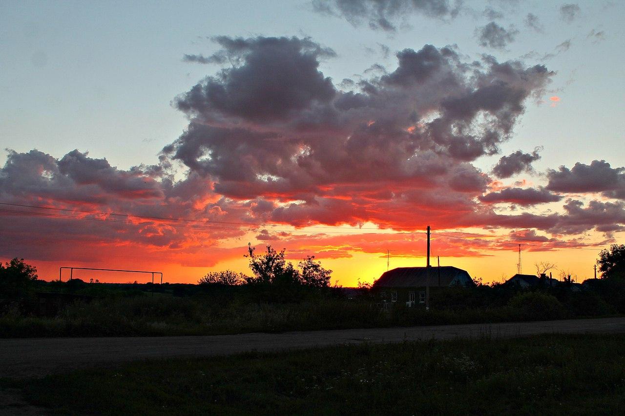 Закат в деревне. Такие красоты села Верхоценья. Блиц: облака