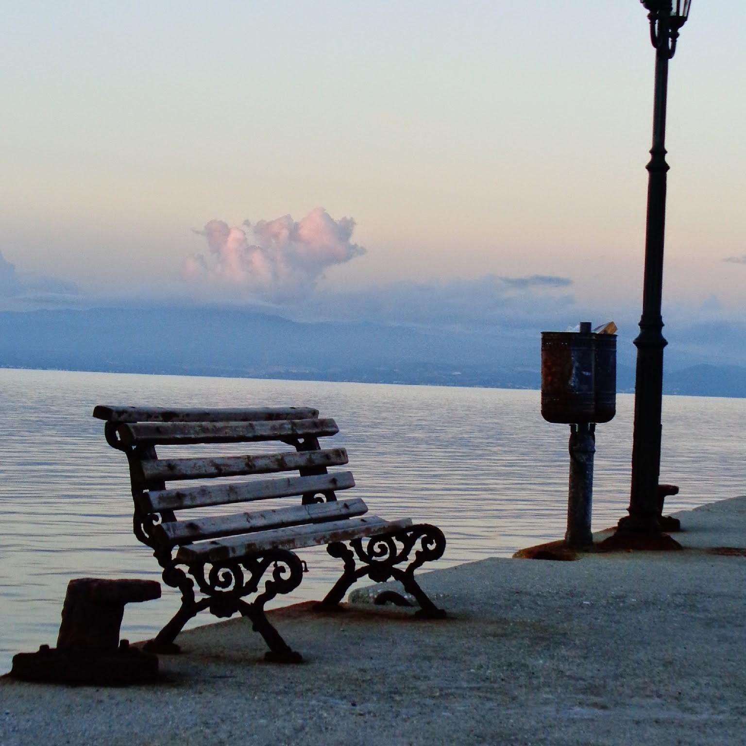 Греческая деревня Неа Фокия . Блиц: облака