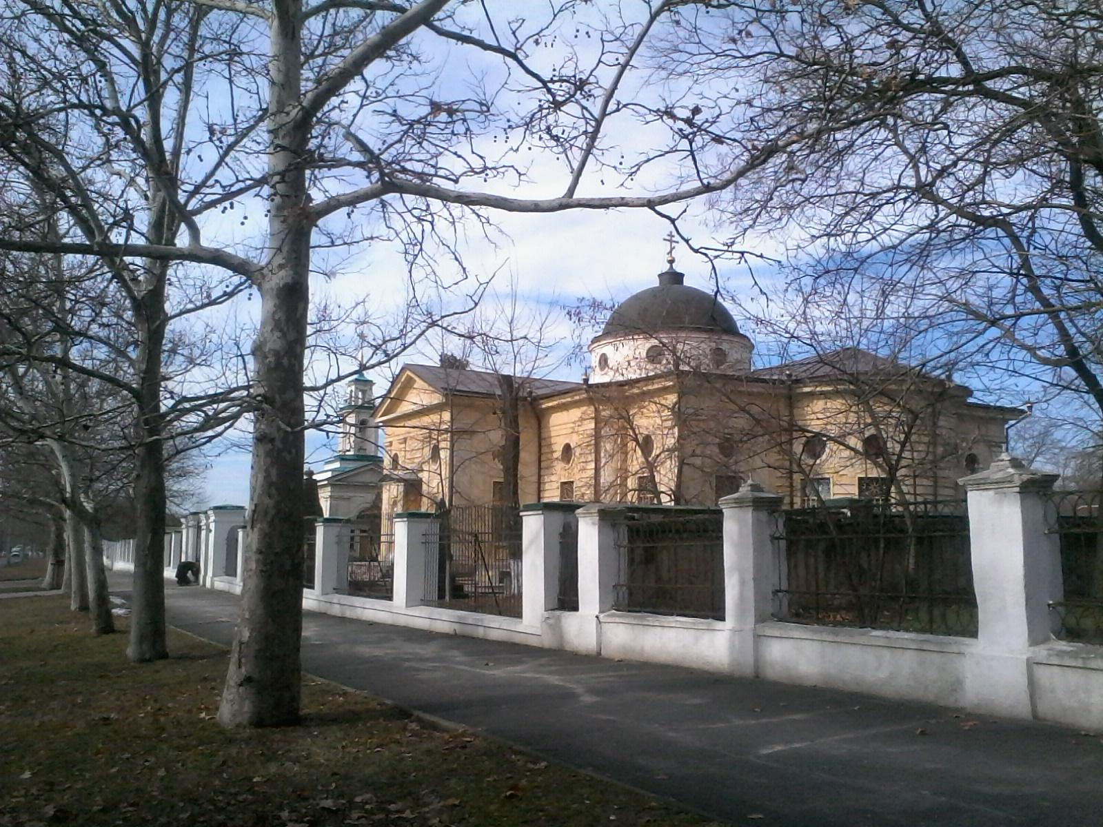 Храм построеный в честь  Екатерины 2 в г, Херсон. Блиц: купола