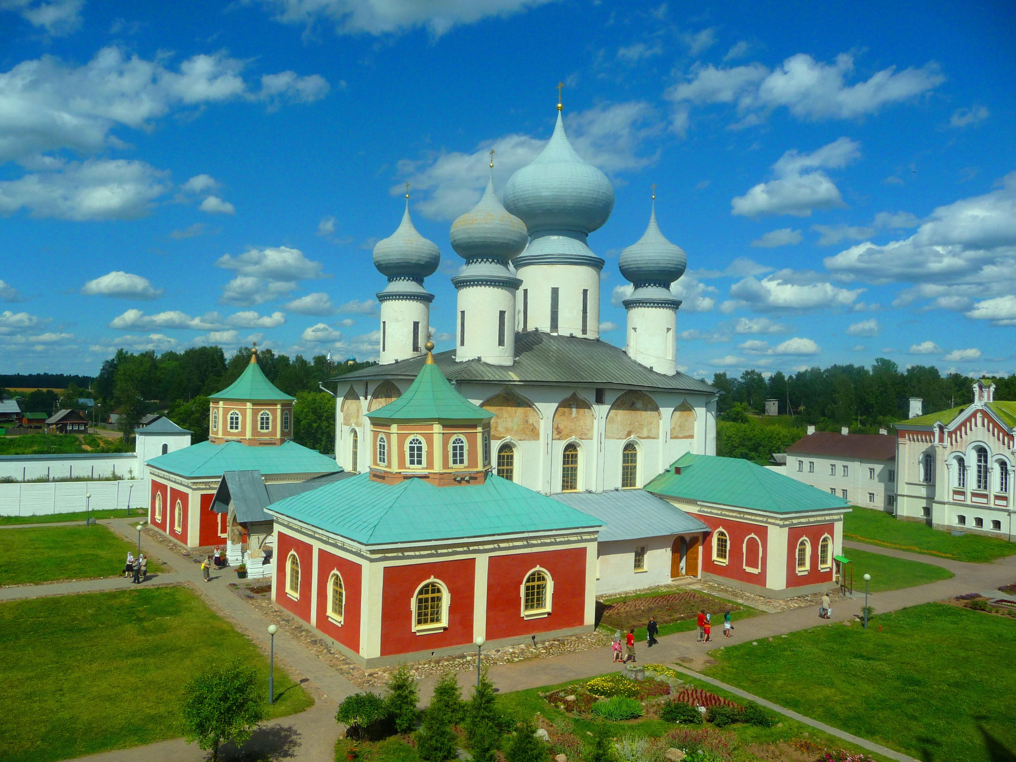 Успенский Собор в городе Тихвин. Блиц: купола